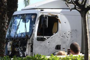 nice-camion-crible-de-balles-de-l-auteur-de-l-attentat-sanglant-de-nice-le-15-juillet-2016_5638915